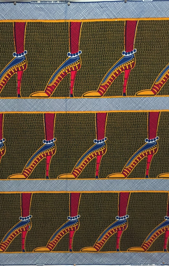 Look closely. See Vlisco printed on the selvage? This is to prove the authenticity of this print.