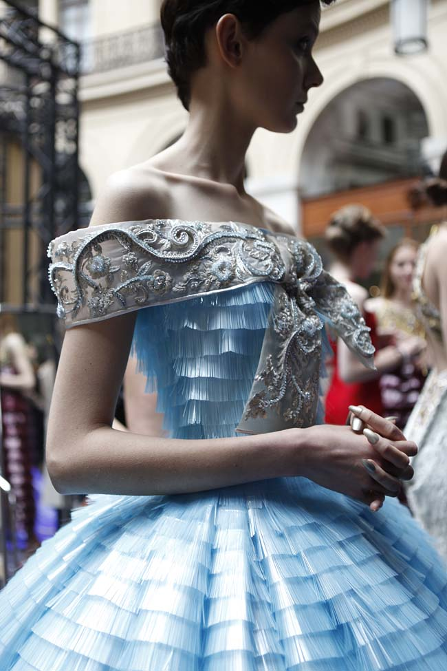 guo-pei-fw16-haute-couture-off-shoulder-blue-layered-gown-fall-winter-2016-17-dress (1)