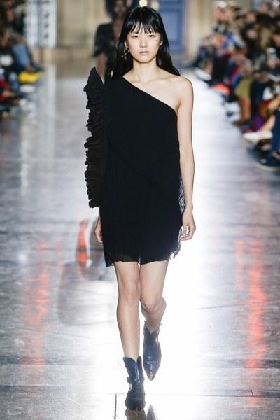 Givenchy Spring 2018 Show (Photo courtesy of Vogue.com)
