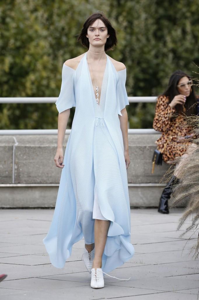 Roland Mouret's spring 2019 show (Photo Courtesy of Vogue.com)