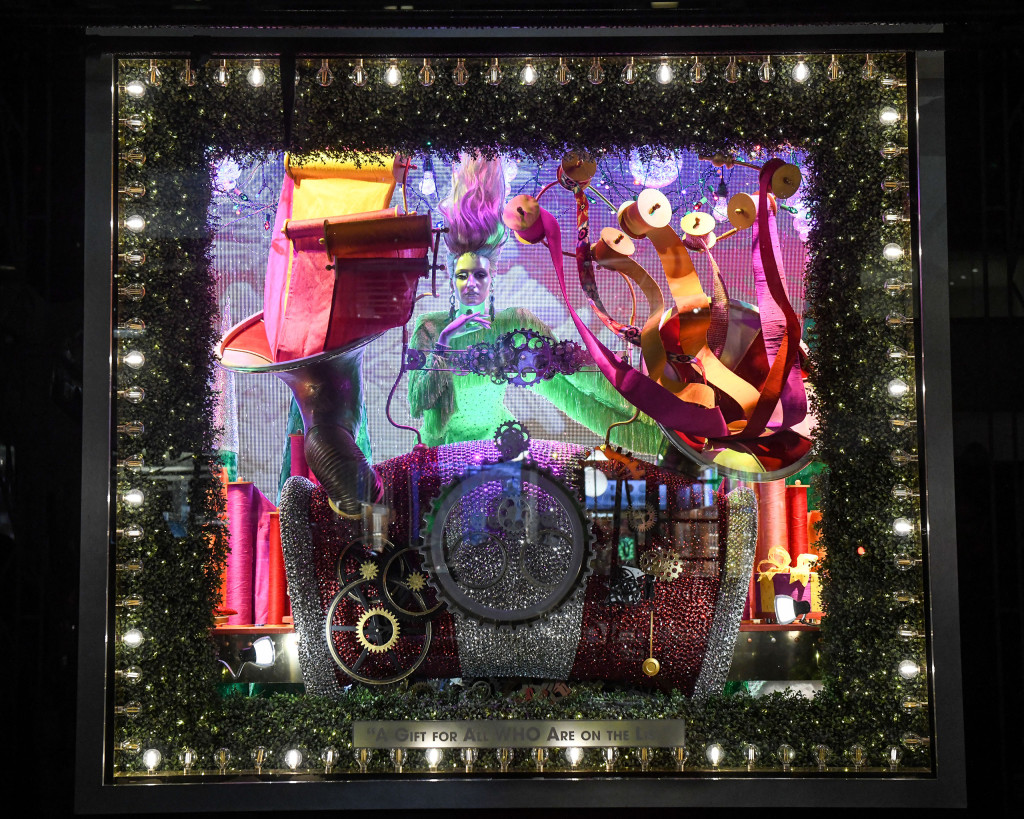 Bloomingdale's Holiday Windows 2018 in New York (Coutesy Photo)