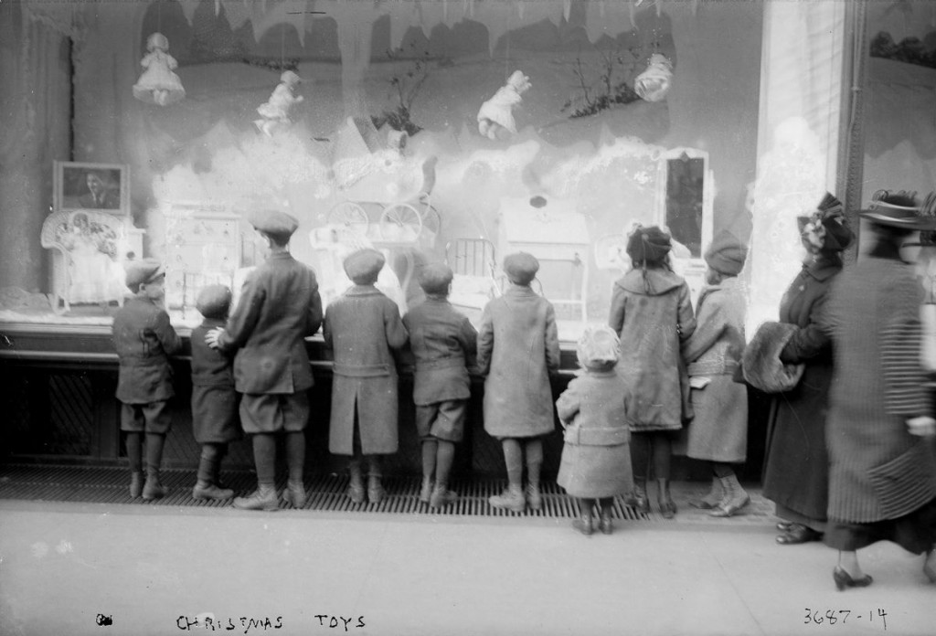 Children at the Macy's toy window, ca. 1910 via The Library of Congress